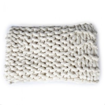 national trust_chunky knit throw5727268937052257388..jpg